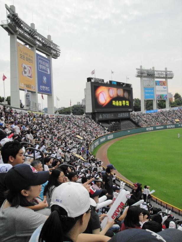 Baseball in Seoul Jamsil Stadium (5)