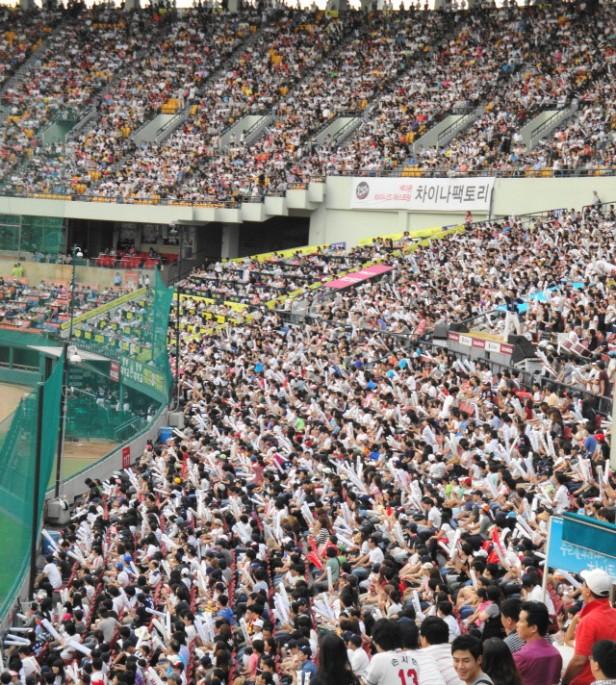 Baseball in Seoul Jamsil Stadium (6)