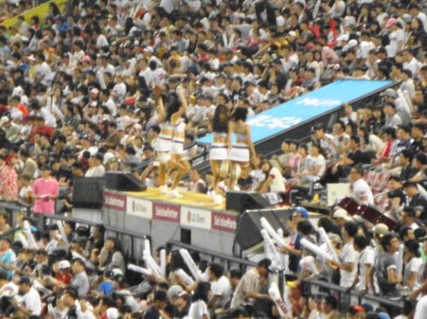 Baseball in Seoul Jamsil Stadium (7)