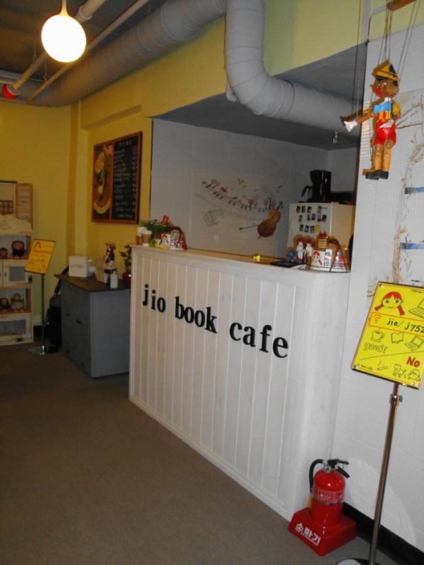 Jio Book Cafe Seoul counter