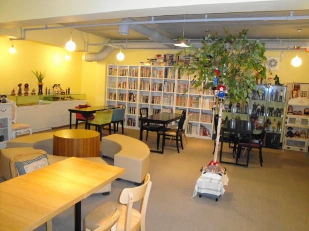 Jio Book Cafe Seoul tree and books