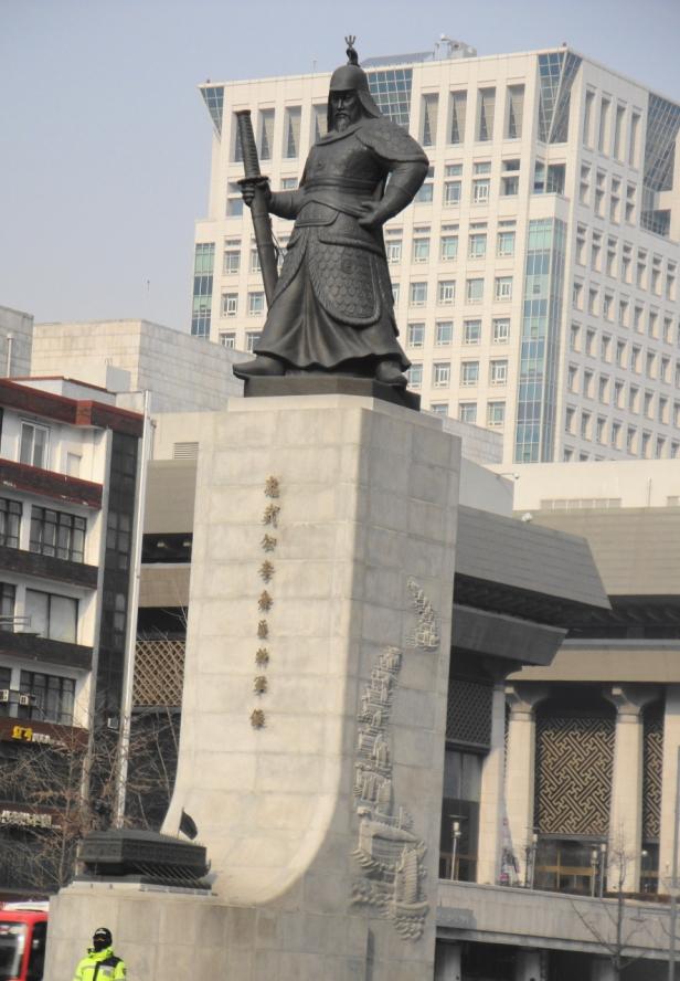 Yi Sun-Sin Statue at Gwanghwamun Square 2