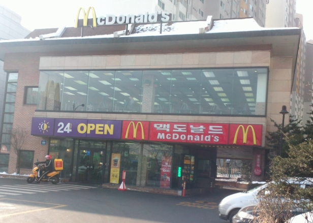 McDonalds Korea Outside