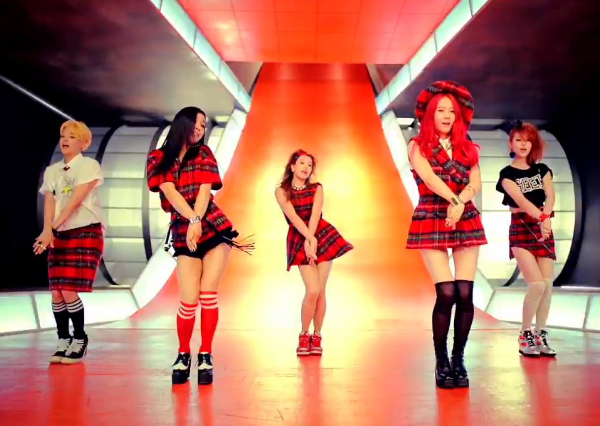 """Rum Pum Pum Pum"" by F(X) – KPOP Song of the Week – Modern ... F(x) Amber Rum Pum Pum Pum"