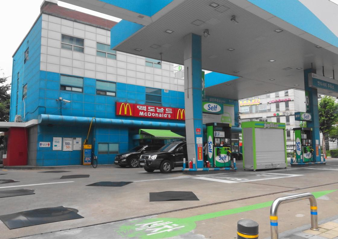 Gas Station Mcdonald S Photo Wednesday Modern Seoul