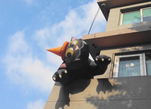 Giant Itaewon Balloon Cat - Modern Seoul