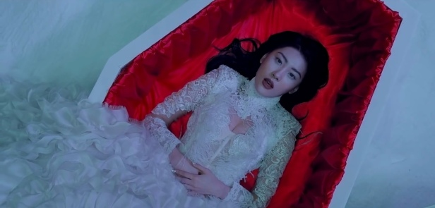 Sunmi Full Moon - Coffin