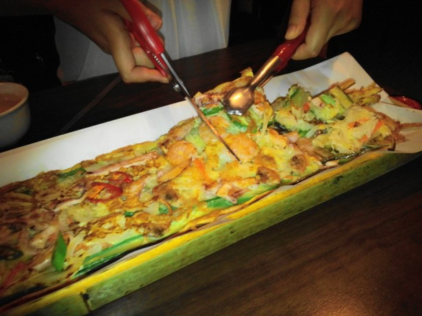 Cutting Korean Seafood Pancake - Incheon