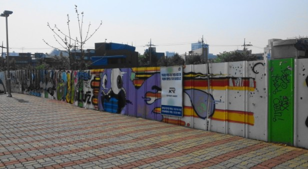 Hongdae Street Art Graffiti - Modern