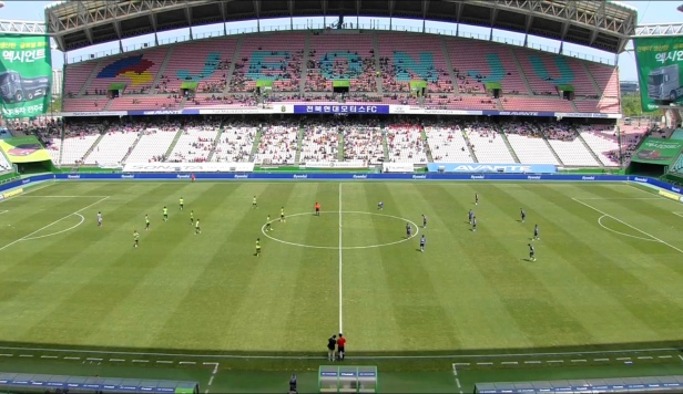 Jeonbuk Hyundai vs. Incheon United Stadium