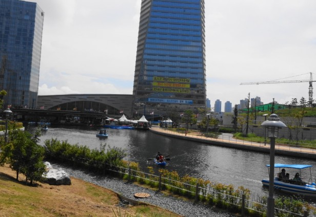 Songdo Central Park and Lake Incheon Boathouse