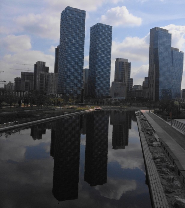 Songdo Central Park and Lake Incheon Buildings