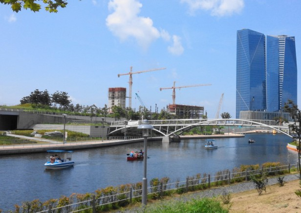 Songdo Central Park and Lake Incheon Lake