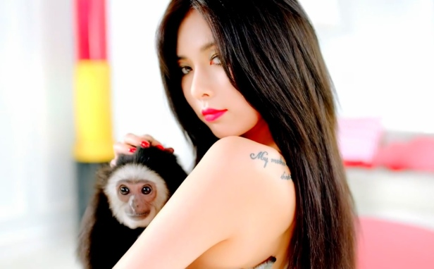 Hyuna Red - with monkey