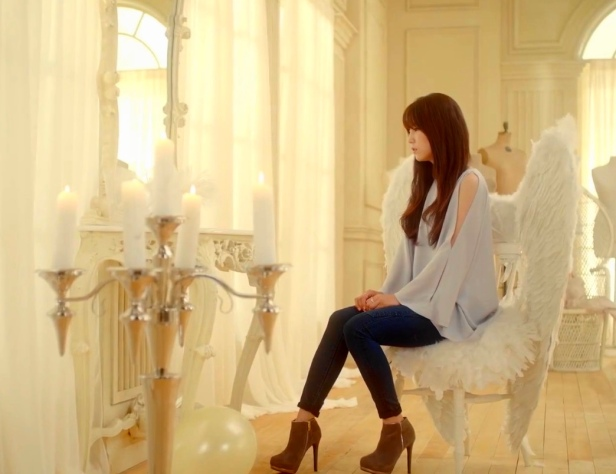 Apink LUV - Angel Chair