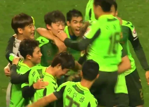 Jeonbuk Hyundai Players Celebrate winning the League
