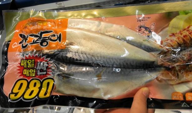 Mackerel 980won at Homeplus Korea