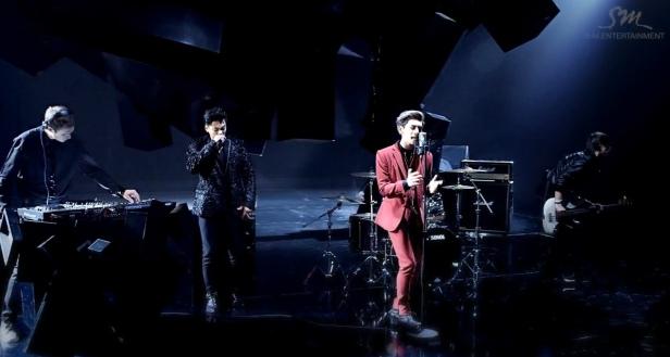 Jonghyun Crazy with band