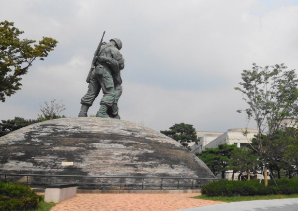 The War Museum of Korea Statue