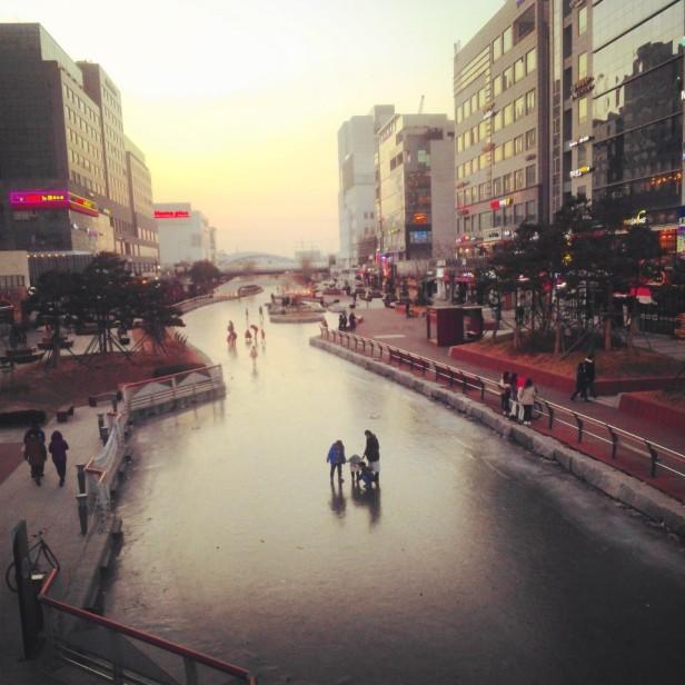 Cheongna Canal Park Incheon frozen