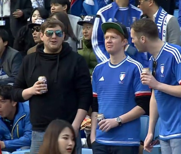 Expat Suwon Fans enjoying a beer in the Sunshine