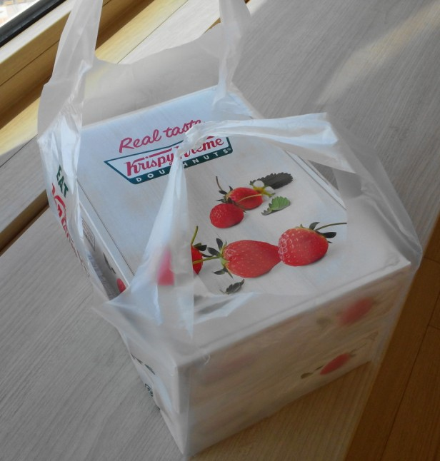 Krispy Kreme Korea Strawberry 2015 box