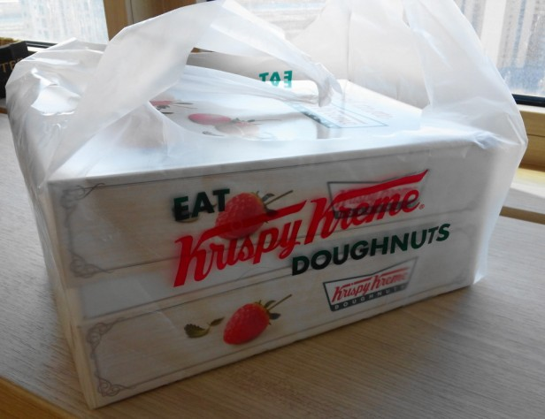 Krispy Kreme Korea Strawberry box bag