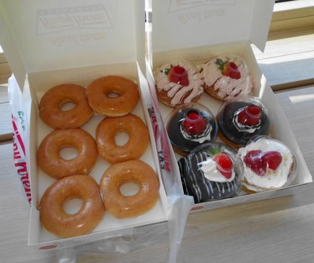 Krispy Kreme Korea Strawberry Glazed boxes