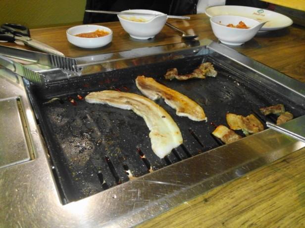 Meating Meat Buffet Hongdae Seoul grill
