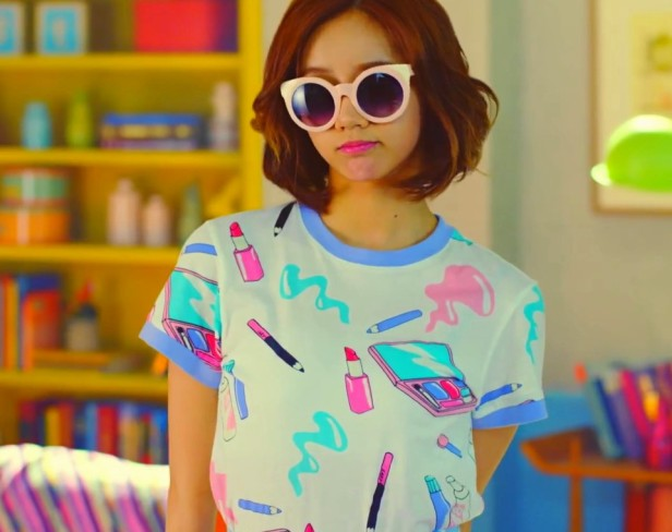 Girl's Day Hello Bubble Makeup T-Shirt