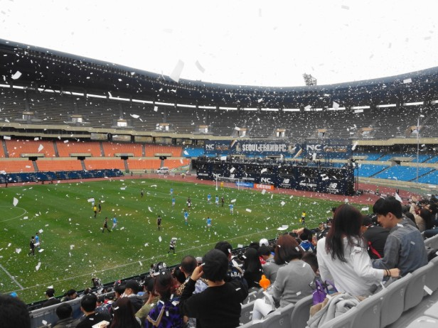 Seoul E-Land vs. Daegu FC K League fans confiti