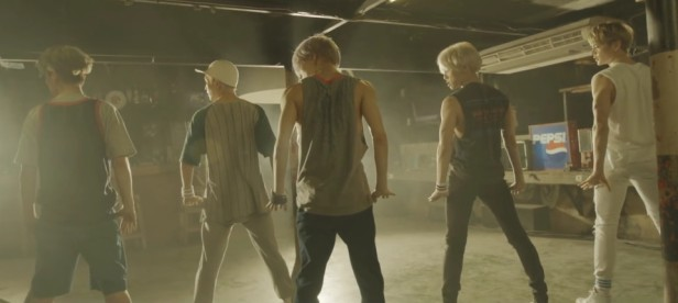 SHINee View - Back Pose
