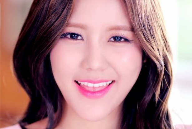 AOA Heart Attack - Close Up