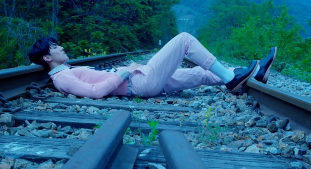 EXO Love Me Right Train Line Sleeping