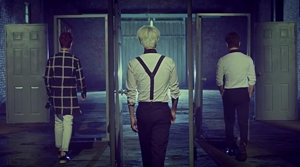 MBLAQ Mirror Backs Door