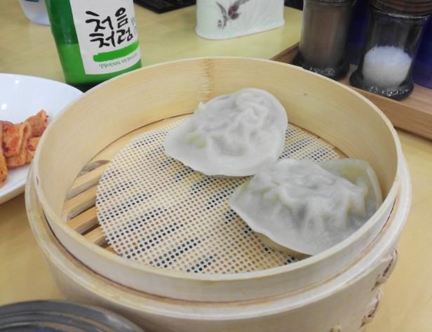 YukGaeJang Korean Spicy Beef Soup mandu