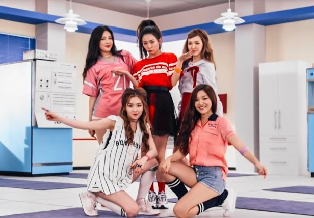 Red Velvet Dumb Dumb - Group Pose