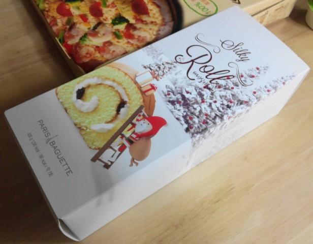Paris Baguette Christmas Roll Cake 2015 box