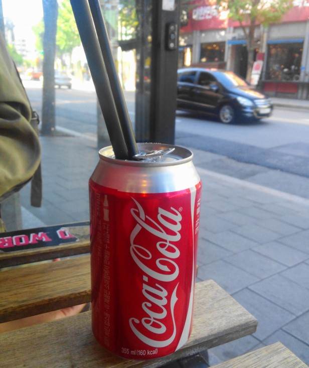 Hand in hand burgers Hongdae coca cola