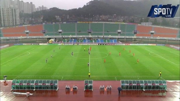 FC Anyang v Bucheon 1995 July 2016 (1)