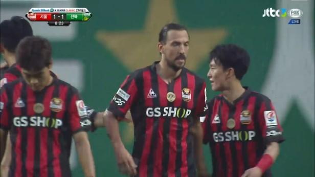 FC Seoul v Jeonbuk Hyundai July 2016 (2)
