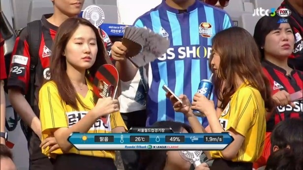 fc-seoul-female-fans-v-jeju-united-sept-2016