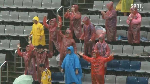 gyeongnam-v-busan-ipark-fans-sept-2016