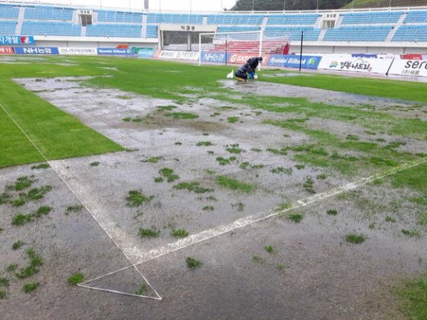 sangju-sangmu-waterlogged-pitch-sept-2016