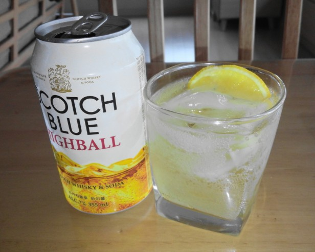 scotch-blue-highball-can-korean-whiskey-poured