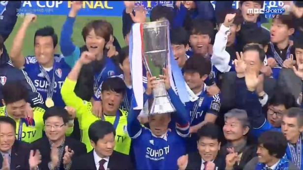 korean-fa-cup-final-2016-winners-suwon-3