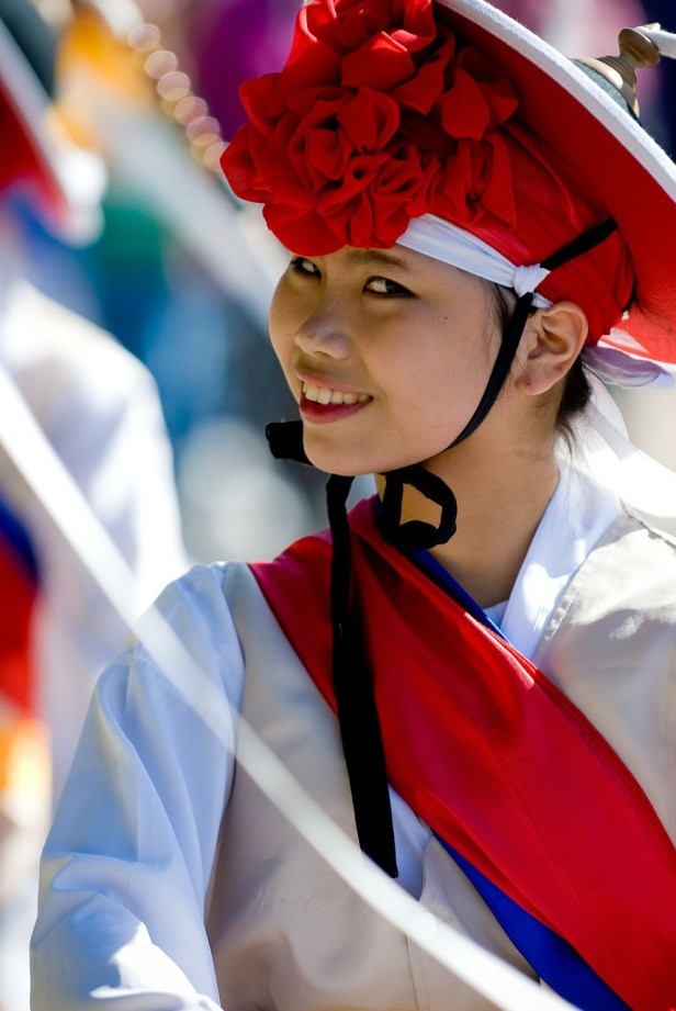korean-girl-national-dress-holiday