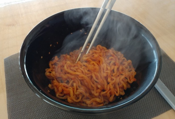 spicy-instant-korean-noodles-2017-5