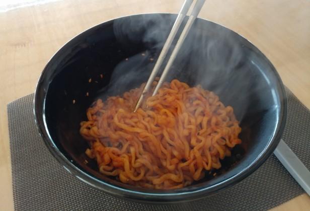 spicy-instant-korean-noodles-2017-5